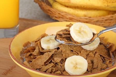 Wheat flakes and banana slice on a spoon Zdjęcie Seryjne