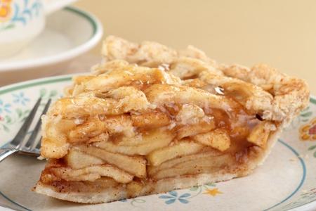 pastel de manzana: Rebanada de pastel de manzana canela en un plato