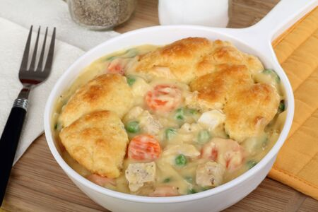 Chicken pot pie meal with carrots and peas Banco de Imagens