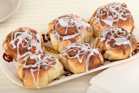 Six cinnamon rolls on a serving platter Banco de Imagens