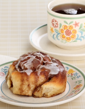 Cinnamon rollon a plate and cup of coffee Stock Photo - 17717014