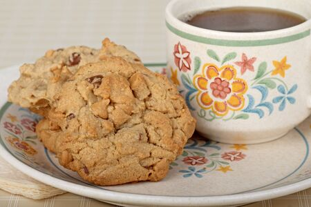 Pindakaas koekjes en kopje koffie Stockfoto