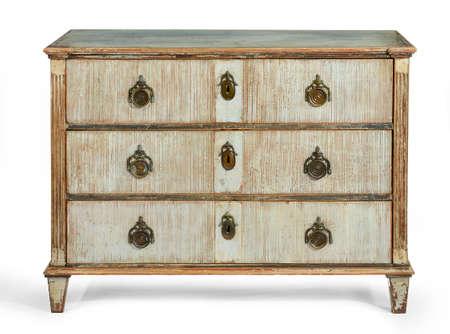 muebles antiguos: viejo cofre antiguo de madera pintado de cajones Europea, franc�s 1900 aislado Foto de archivo