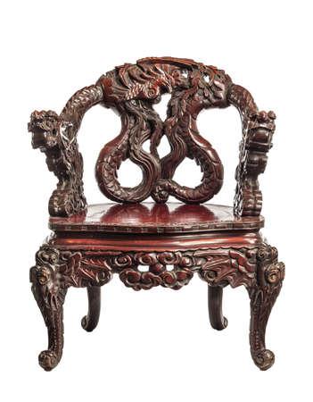 Chaise trône chinoise antique avec des sculptures faites vers 1880.
