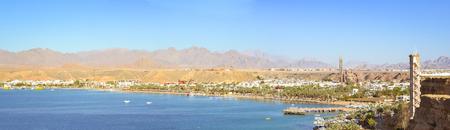 sharm el sheikh: SHARM EL SHEIKH, EGYPT - FEBRUARY 20, 2014: February day in Sharm-El-Sheikh, the red sea coast from the height of the hotel beach Albatros resort, Sharm El Sheikh, Egypt Editorial