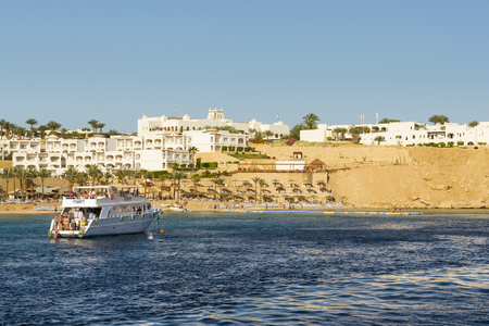 el sheikh: SHARM EL SHEIKH, EGYPT - FEBRUARY 25, 2014: Tourist boat trip around the Sinai on the white yacht, a luxury vacation for tourists in the Red sea, diving in coral reefs, Sharm El Sheikh, Egypt
