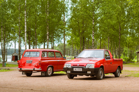 suomi: KOTKA, FINLAND - JUNE 14, 2014: Two red Skoda Felicia coupe wagon and pickup parked on shore of Finnish gulf. Festival and exhibition of retro-club of the Czech automaker. Island Mussalo, Kotka, Southern Finland, Suomi