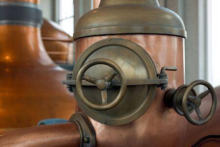indoor shot: interior de la f�brica de cerveza disparo con luz natural