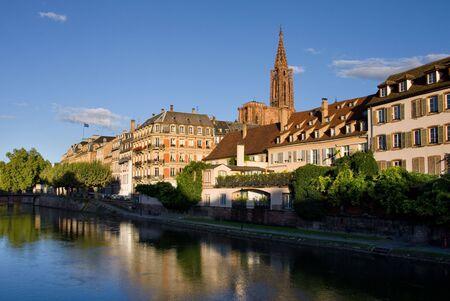 Straßburg Sunrise mit Kathedrale und Flagge der Europäischen Union auf Hintergrund