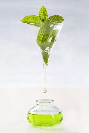elixir: pictograma de extraer el aceite esencial aceite esencial de menta