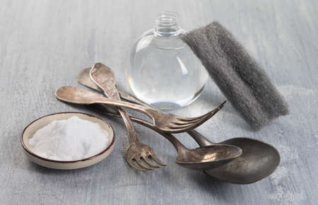 nontoxic: Cleaning Vintage silverware with bicarbonate and vinegar