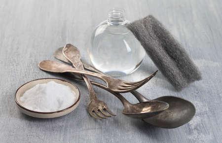 non toxic: Limpieza de los cubiertos de la vendimia con bicarbonato y vinagre