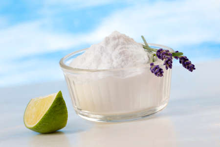 nontoxic: Eco-friendly natural cleaners  aking soda,  lemon and cloth  Homemade green cleaning