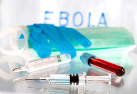 protection individuelle: Collection Spacial de sang Ebola avec des �quipements de protection individuelle.