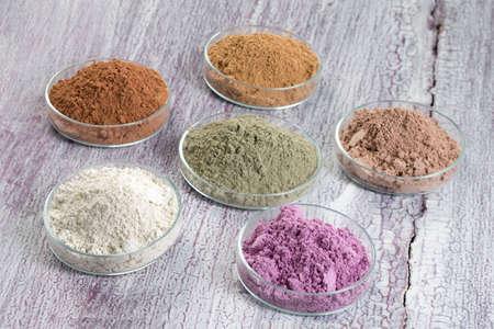 frans: cosmetische klei: geel, paars, roze, rood, wit, groen voor Spa en lichaamsverzorging
