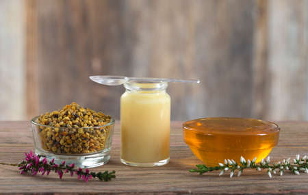 vitamins and nutritional supplements, organic honey bee products Foto de archivo