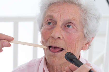 depressor: auscultation senior tongue depressor