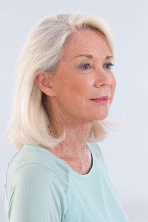Portret van mooie senior vrouw Stockfoto