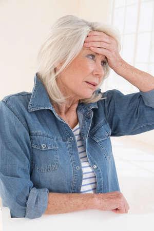 senior lady having headache Zdjęcie Seryjne
