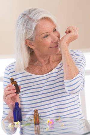 Herbal Medecine, vrouw Stockfoto