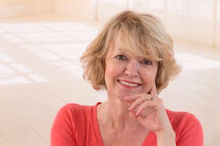 mujeres maduras: Feliz mujer senior