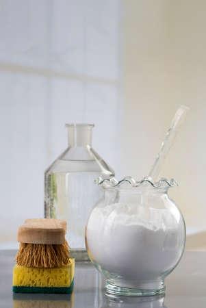 gaseosas: Limpieza verde hecho en casa, productos de limpieza naturales respetuosos del medio ambiente con bicarbonato de sodio Foto de archivo