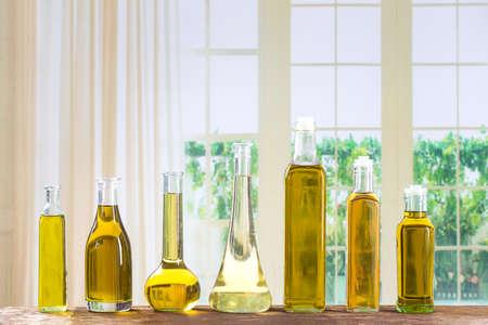 Diferentes tipos de aceite de cocina de primer plano Foto de archivo
