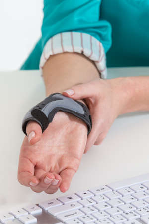 carpal tunnel syndrome: Wrist protection to avoid pain