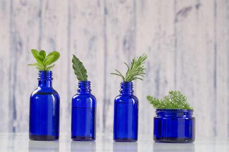 Vaus Aromatische ätherische Öl in der blauen Flasche