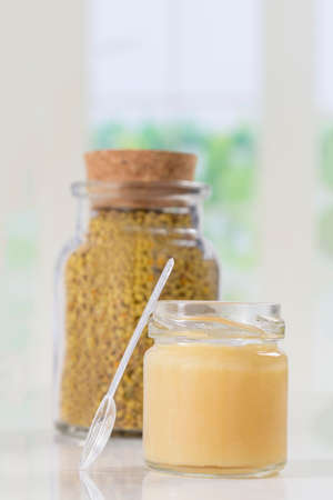 royal: alternatie medicine by honney bee product pollen and royal jelly