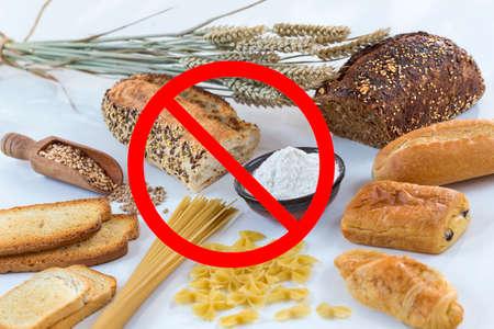 Alimentaire non gluten libre, avec des grains de céréales avec des symboles d'interdiction Banque d'images - 83285465