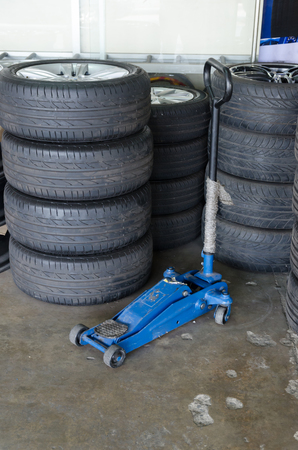 jacks: hydraulic jacks tires stack Stock Photo