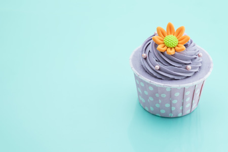 화려한 배경 컵 케이크