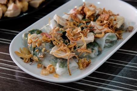 hoisin: Goi Cuon - Vietnamese fresh summer rolls filled with prawns Stock Photo