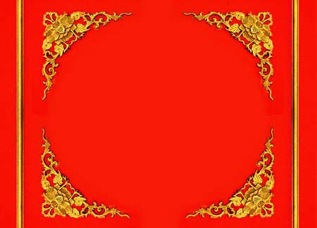 Schönen Rahmen mit floralen Muster Schnitzen und Holzbarriere auf rotem Hintergrund Standard-Bild - 21488922