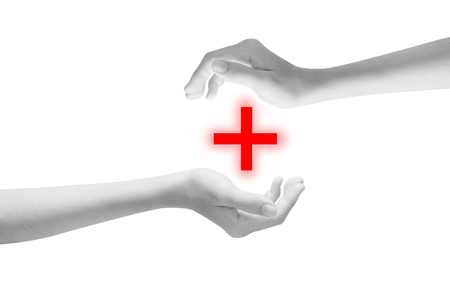 Frau schützende Sorgfalthand getrennt auf weißem Hintergrund. Beschneidungspfad auf weißem Hintergrund Standard-Bild - 78503865