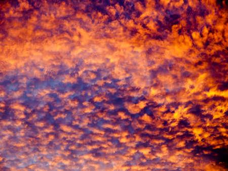 abstracte dramatische hemel bij zonsondergang Stockfoto