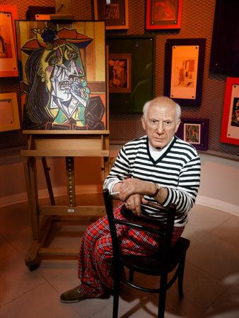 cubismo: Pablo Picasso estatua de cera en el famoso museo de Madame Tussaud en Bangkok, Tailandia. Editorial
