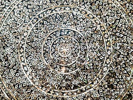marqueteria: nativo de estilo tailand�s marqueter�a thai arte en la pared del templo Foto de archivo