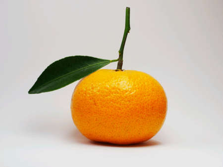naranja fruta: Naranja aislado fruta Primer plano Foto de archivo