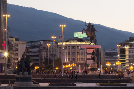 SKOPJE, MACEDONIA - OCTOBER 24, 2015: Alexander the Great statue is Skopjes main square. Inaugurated in 2012, it est devenu one of the landmarks of the city.