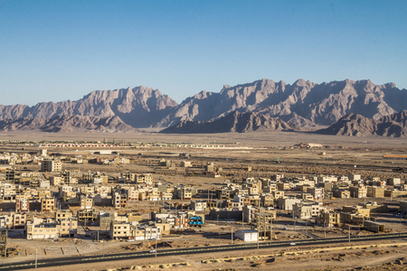 Giant construction site in the suburbs of Yazd, Iran, in the middle of the desert, with dozens of houses being built in a new developped zoned area. Banque d'images