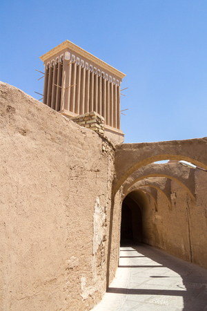 typical Windtower made of clay taken in the streets of Yazd, Iran. These towers, aim at cooling down in the desert, are an icon of the Persian architecture, and a symbol of Yazd Archivio Fotografico