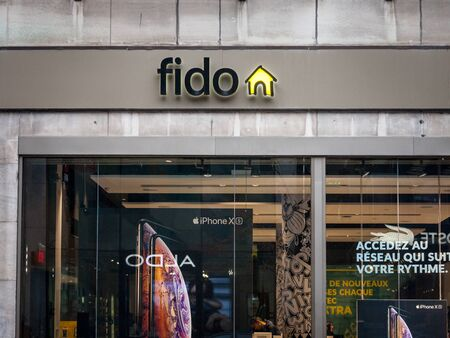 MONTREAL, CANADA - NOVEMBER 5, 2018: Fido logo in front of their local boutique in Montreal. Telus is a Canadian telecommunications company owned by Rogers Communications 報道画像