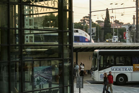 TOULON, FRANCE - OCTOBER 11, 2006: Platform of Gare de Toulon, Routiere and SNCF, the bus and train station of Toulon, a major touristic destination of French riviera and a multimodal hub. Éditoriale