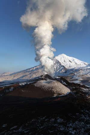 far east: Hermosa naturaleza de Kamchatka: Erupción del volcán Tolbachik. Lejano Oriente de Rusia península de Kamchatka.