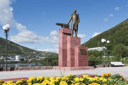 far east: Petropavlovsk de Kamchatka, KAMCHATKA, Rusia - SEP 07, 2015: Vista del monumento al primer gobernador militar de Kamchatka VS Zavoiko en la ciudad de Petropavlovsk de Kamchatka en el Extremo Oriente ruso. Editorial