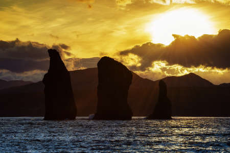 Kamchatka Peninsula scenery seascape at sunset: view of beautiful islands Three Brothers Rocks in Avachinskaya Bay (Avacha Bay). Eurasia, Russian Far East, Kamchatka Region, Pacific Ocean. Banco de Imagens