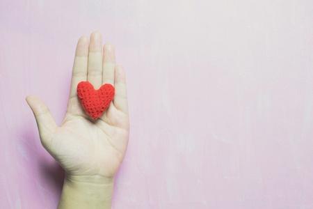 Viele Färben Kleine Herzen Zusammen Ein Großes Herz Auf Rotem