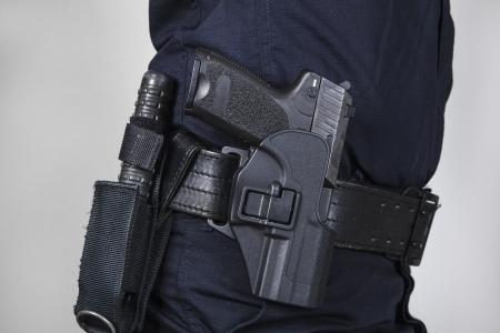 Politieagent met pistool
